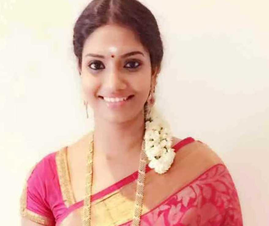 Tamil serial actress Krithika wiki Biography images