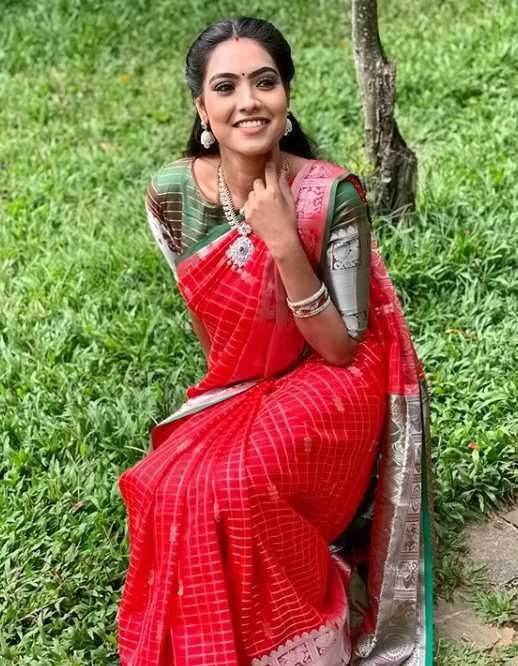 Pavithra photo