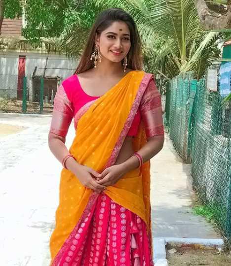 Shivani Narayanan wiki Biography DOB Height Serials images
