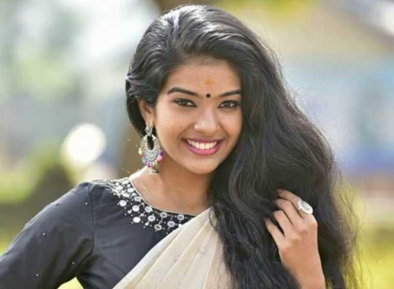 Monisha Arshak new pics