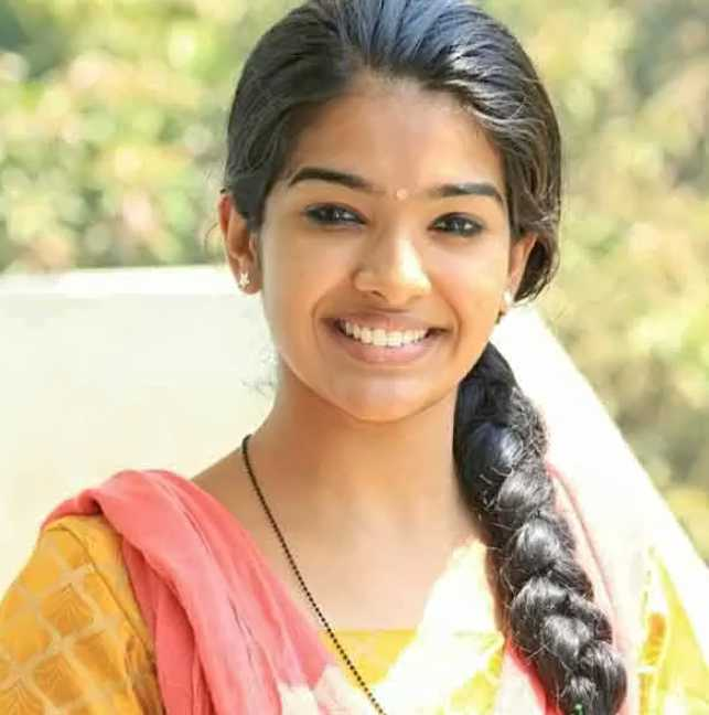 Monisha Arshak pics