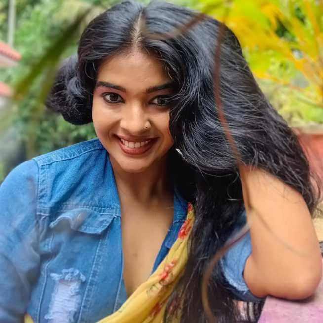 Monisha Arshak photos