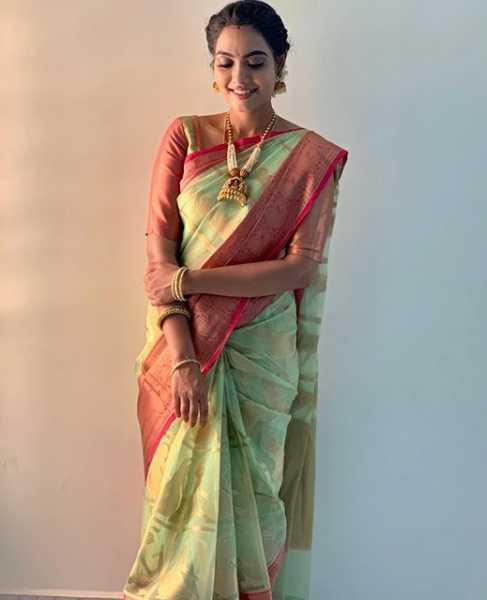 Pavithra Janani pic