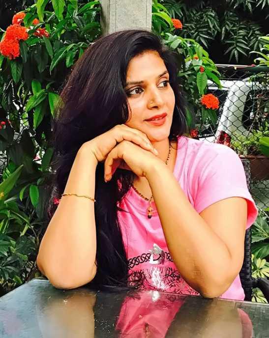 Meena Vemuri image