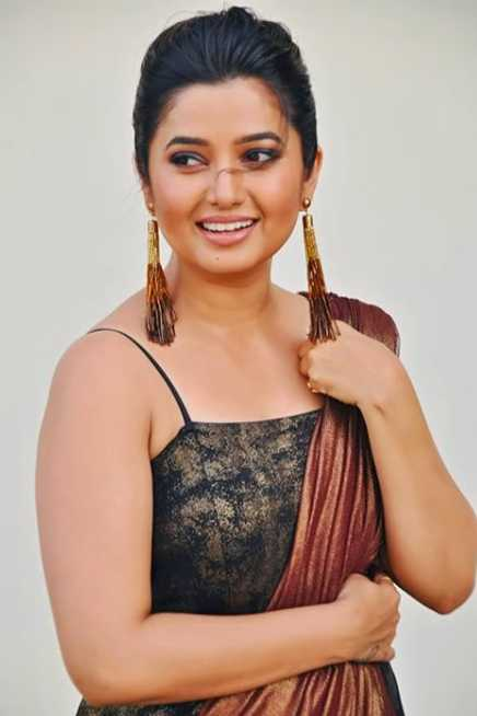 Prajakta Mali wiki Biography DOB Height Movie images