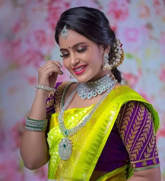 Kanmani Manoharan wiki Biography DOB Height Sweety images