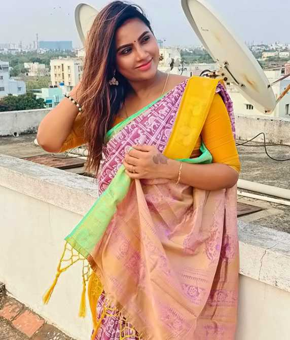 Myna Nandhini photo