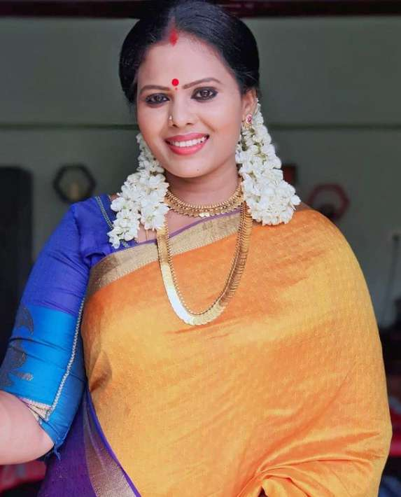 Minnal Deepa photos