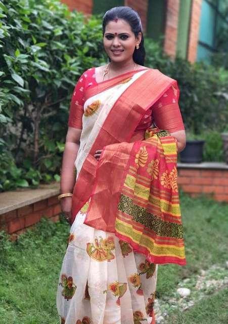 Minnal Deepa pic