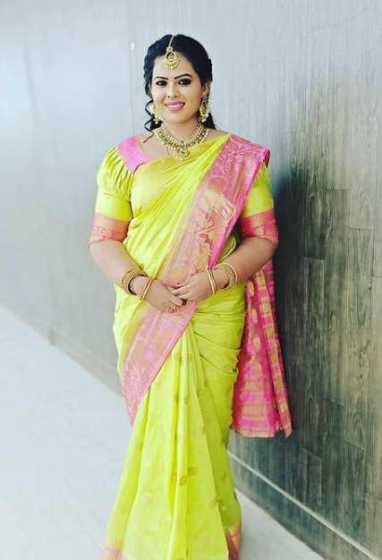 Minnal Deepa pics