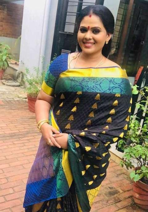 Minnal Deepa wiki Biography DOB Height Serials images