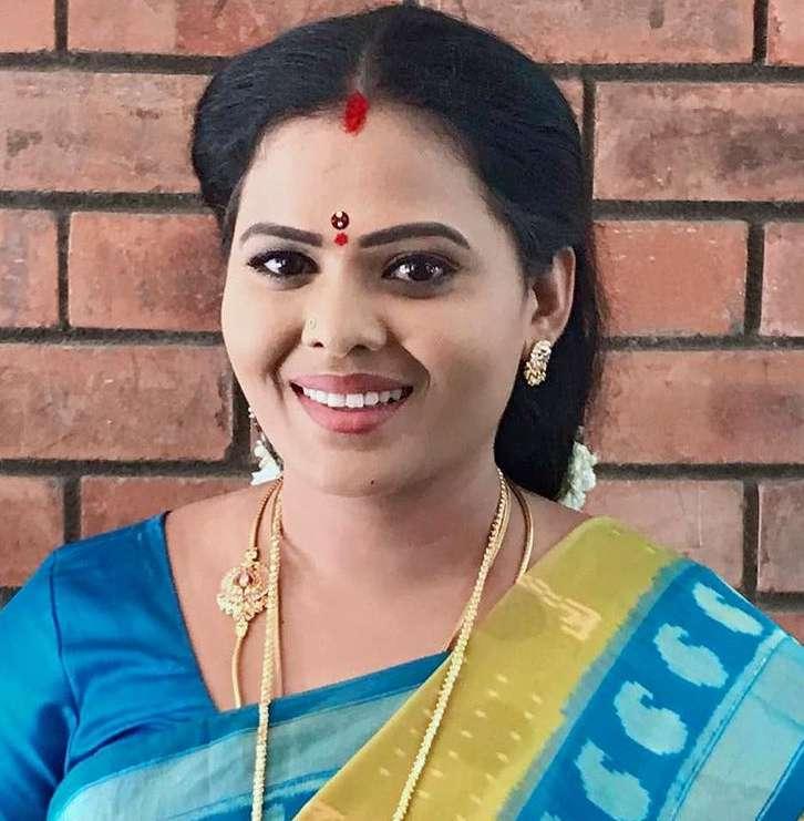 Minnal Deepa new pics