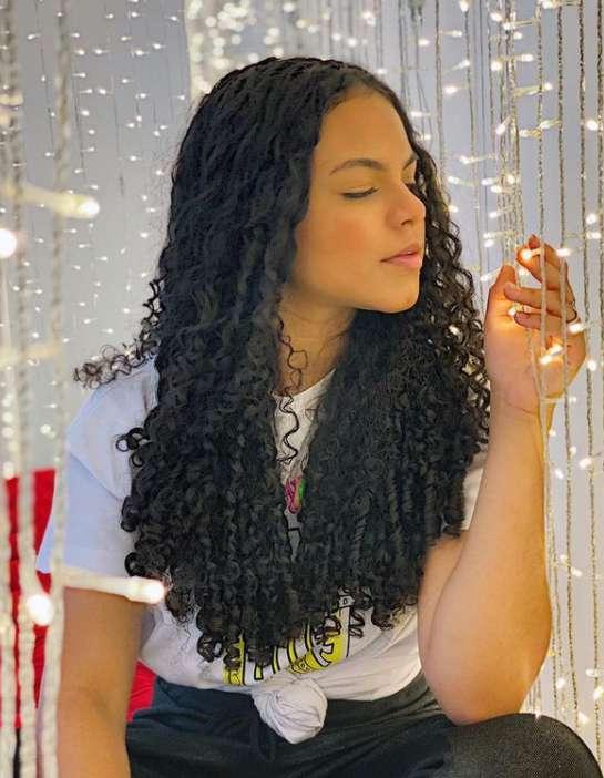 Becca Oliveira photo