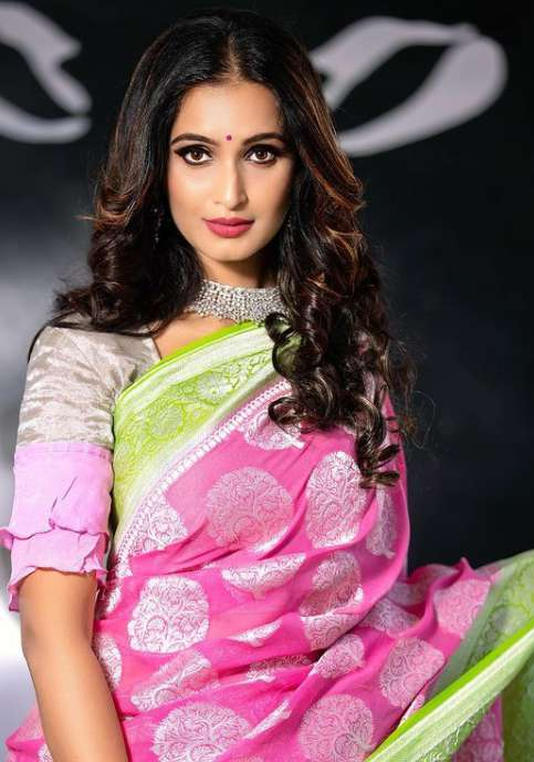 Kavya Shastry wiki Biography DOB Height serials images