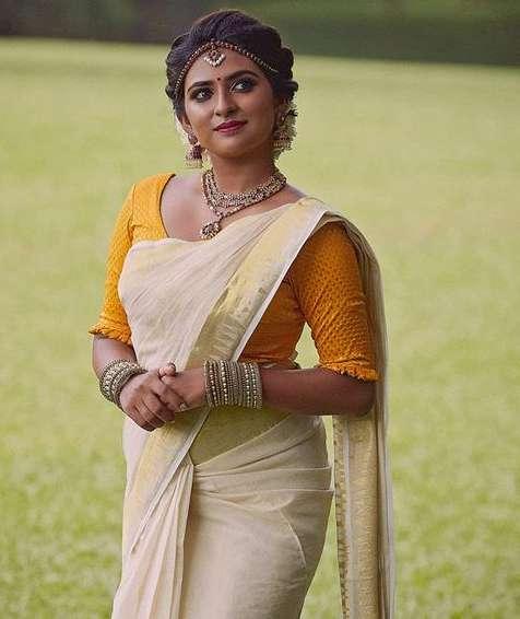 Parvathy Arun photo