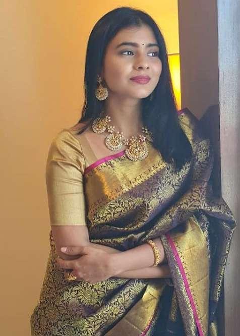 Hebah Patel pics