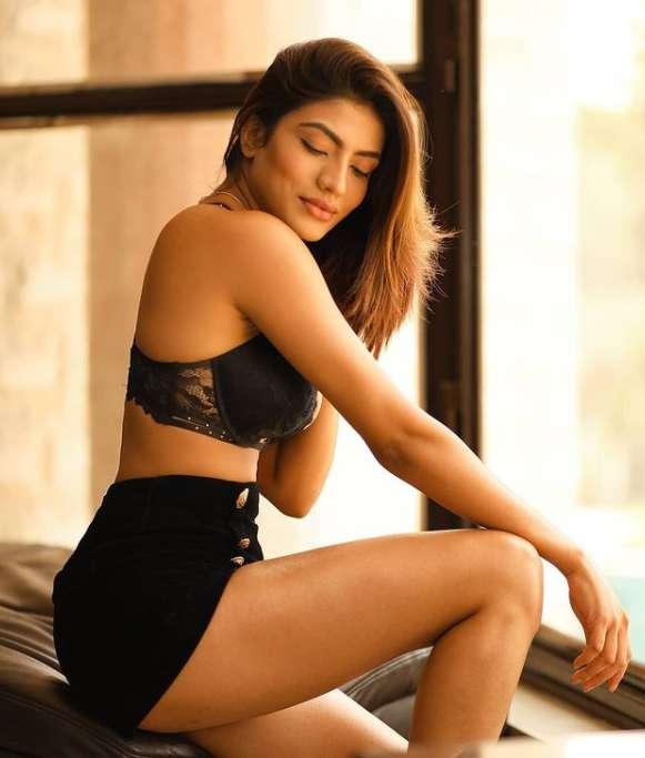 Urvi Shetty Hot Photo