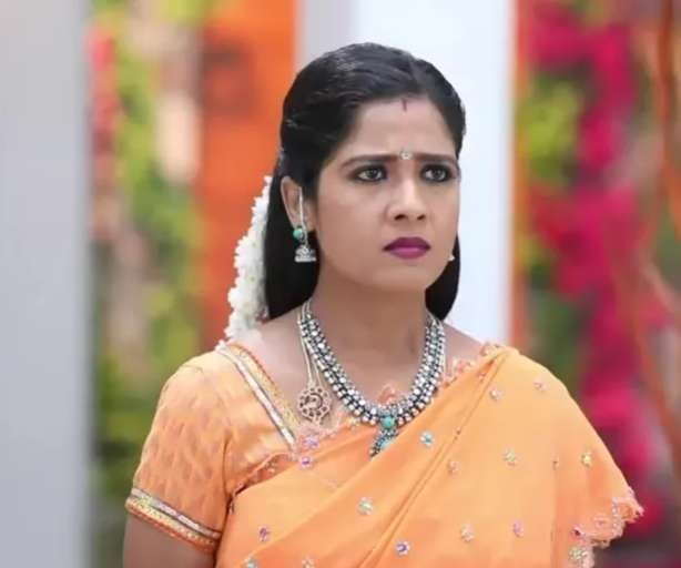 Oorvambu Lakshmi wiki Biography DOB Height Net Worth images
