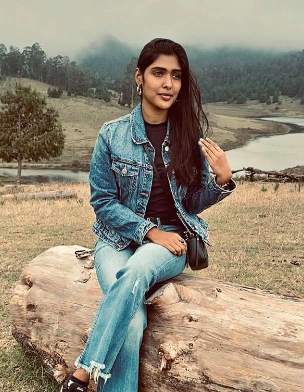 Gayathri Reddy photo