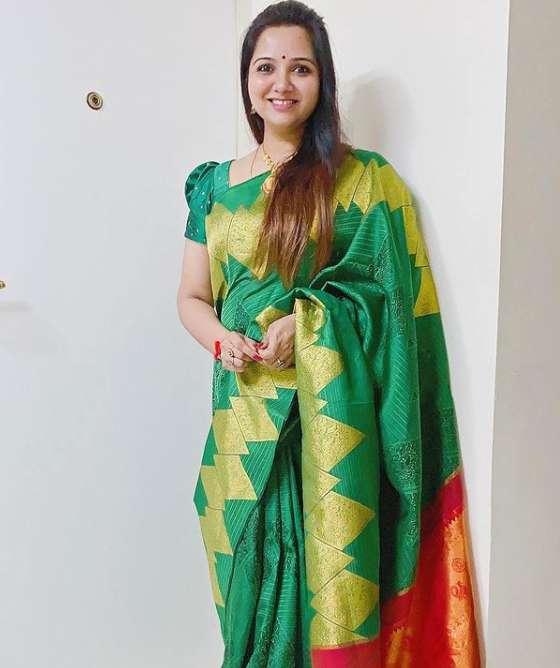 Singer Mahathi photo