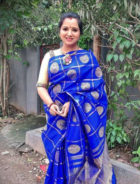 Singer Mahathi wiki Biography Height Net Worth images