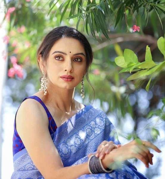 Shruti Marathe photo