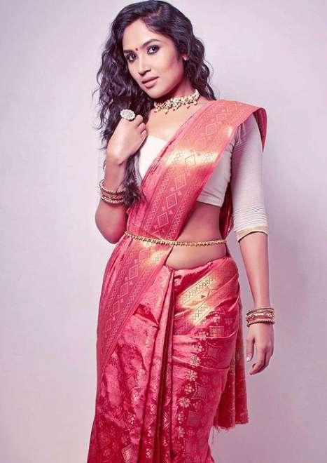 Shruti Bapna photo