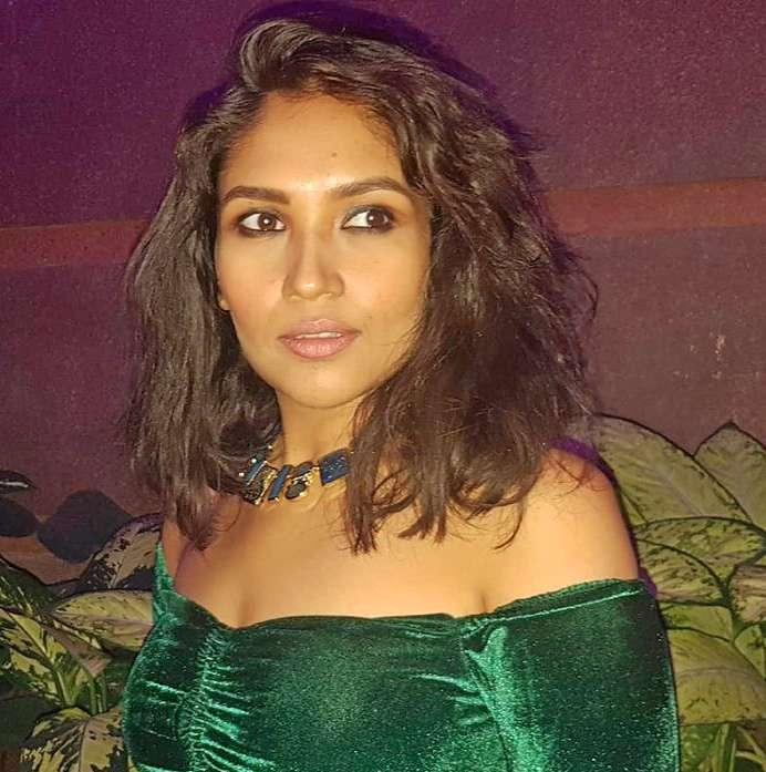 Shruti Bapna photos