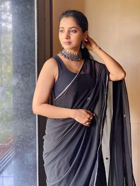 Sayali Sanjeev pics