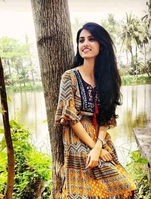 Singer Pavitra Krishnan wiki Biography Height Net Worth images