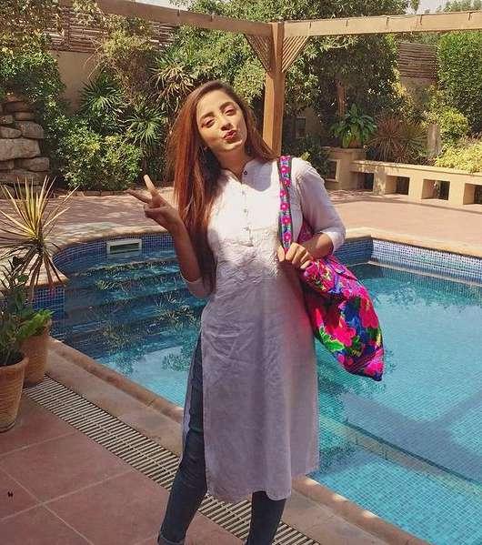 Samra Chaudhry photos