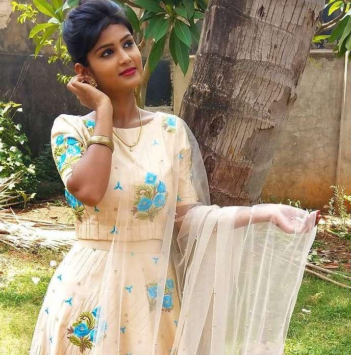 Divya Wagukar wiki Biography Height Net Worth images