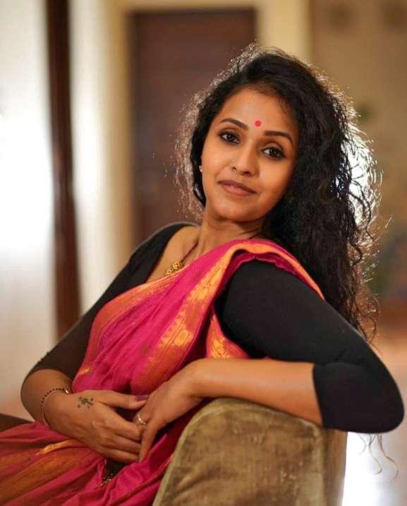 Singer Smita image