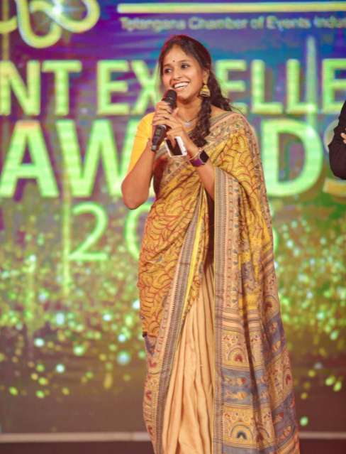 Singer Smita images