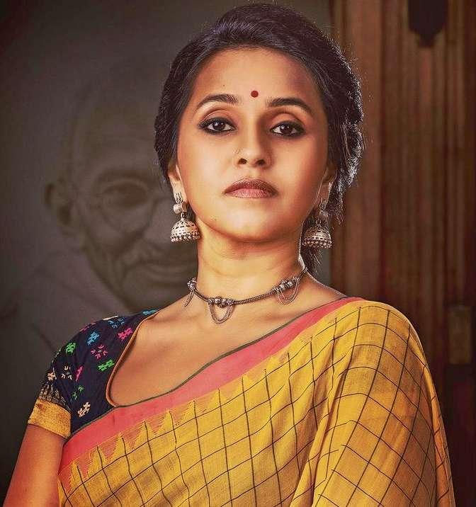 Singer Smita photo