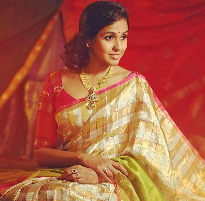 Singer Smita pic