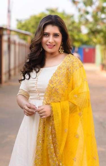 Priyanka Deshpande pics
