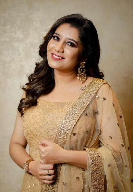 VJ Priyanka Deshpande wiki Biography Net Worth images