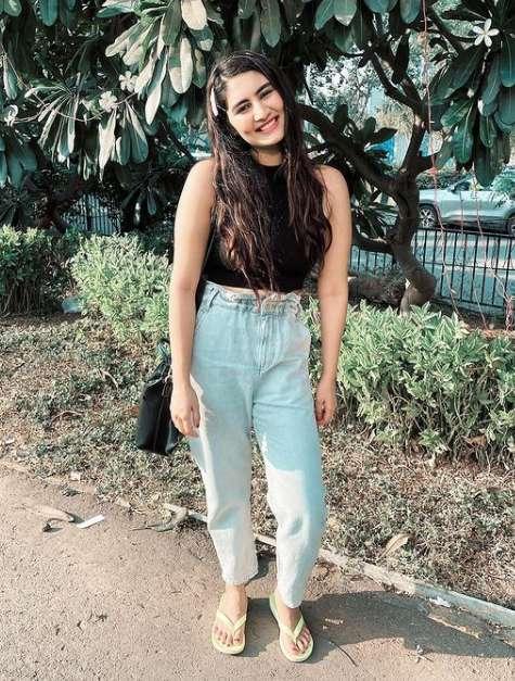Vedika Bhandari photo